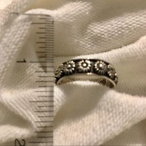 Vintage Jewelry - Flower ring.
